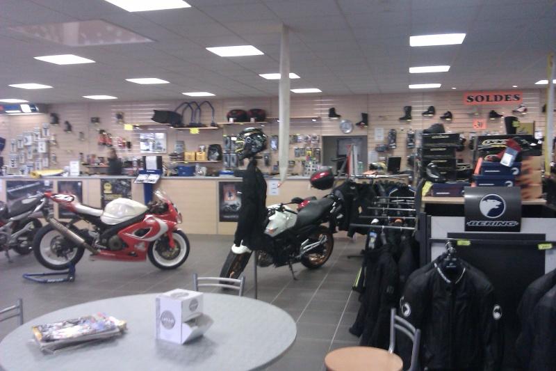 lysmotos concessionnaire suzuki 77 forum moto run 100. Black Bedroom Furniture Sets. Home Design Ideas
