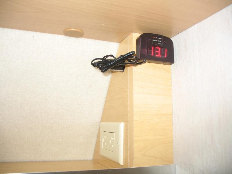 installation d une prise de courant 110v dans le garde robe et t te de lit. Black Bedroom Furniture Sets. Home Design Ideas