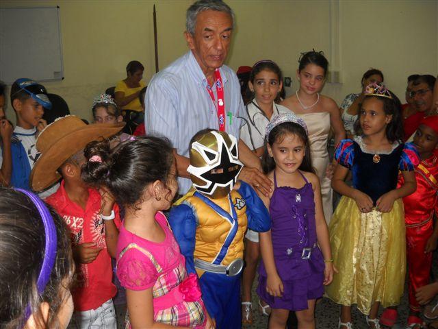 Doctor Manuel Vera ayuda a elegir el mejor disfraz