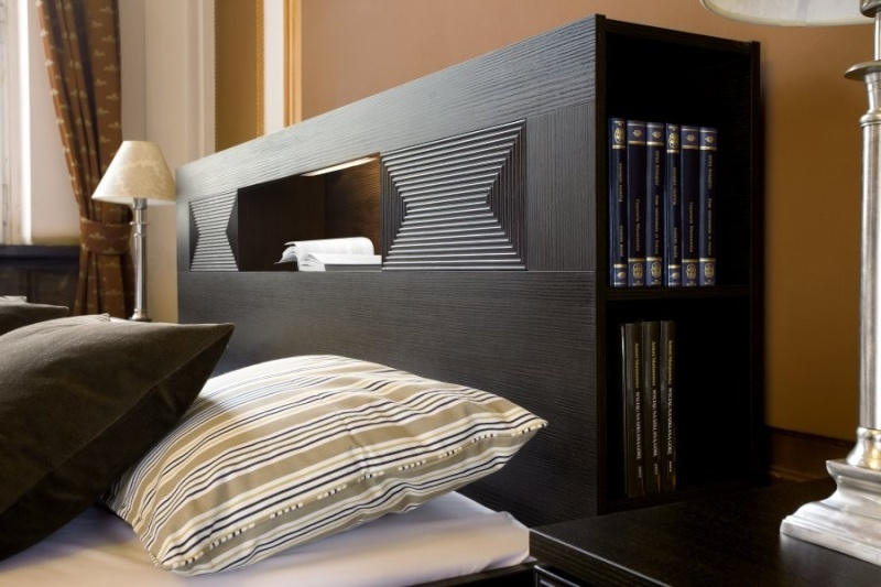 t te de lit avec niche. Black Bedroom Furniture Sets. Home Design Ideas